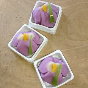 煉り切り製花菖蒲